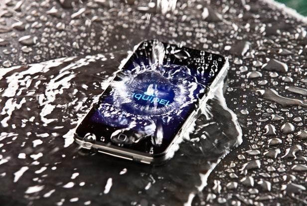 telefone entra em contato com água